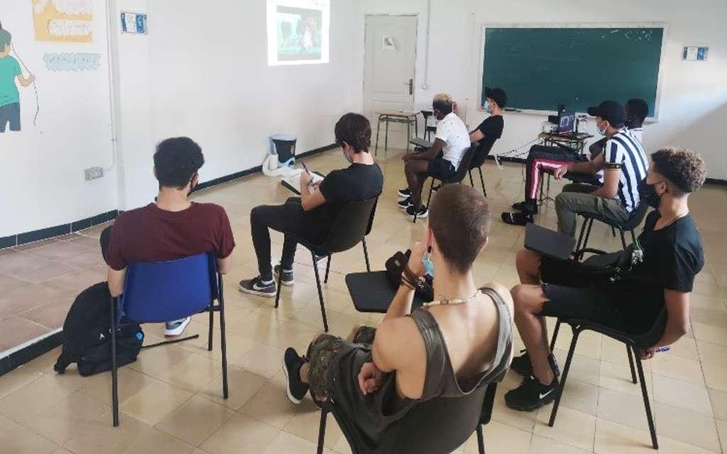 Talleres de apoyo a la autonomía para jóvenes en situación de exclusión social en Canarias
